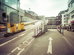 Parkdeck (MoWePhoto.de) Tags: leica hamburg gelb trey digilux parken pfeil ratcliff