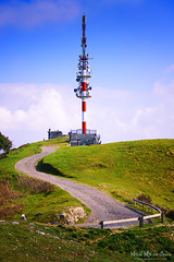 Repetidor en el Serantes (Mimadeo) Tags: road blue sky mountain tower broadcast nature station television tv technology dish top communication signal receiver antenna transmission radar global telecommunication transmitter telecommunications repeater