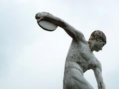 atleta (fabri38) Tags: italy disco atleta scultura santagata atleticaleggera lanciodeldiscao