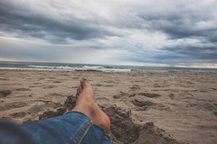want a good book (Knie Excoffier) Tags: sea beach out sable pied plage orteils