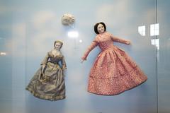 Two German antique porcelain dolls (quinet) Tags: germany munich toy deutschland dolls antique porcelaine allemagne porcelain spielzeug toymuseum jouet ancien puppen porzellan antik spielzeugmuseum poupes musedujouet 2013