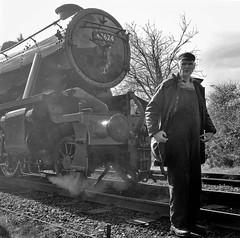 Great Central Railway Loughborough Leicestershire 29th March 2016 (loose_grip_99) Tags: uk railroad england train march blackwhite noiretblanc leicestershire engine rail railway trains steam crew transportation driver locomotive railways loughborough preservation midlands 280 footplate lms greatcentral eastmidlands 2016 8f stanier uksteam 48624 gassteam
