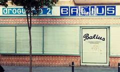 Droguera 2 Balius Gastrococtelera (neg_ocio) Tags: cerrado juego letrero antiguo cartel tipografa tradicional negocio