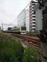 Heading south (kevincrumbs) Tags: train tokyo shibuya jr    yamanoteline jreast   jr e231 e231500 e231series e231500series