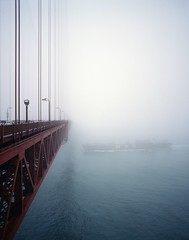 Heading out to Sea (Robert Ogilvie) Tags: mediumformat goldengatebridge fujiprovia400f pentax67