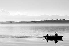 Ruhe auf dem See (Spookyfilm) Tags: see berge sw starnberger stille ruhe ruderer swfotos