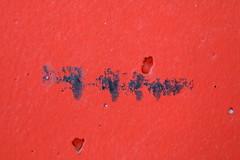 der Drachen der Schreihals der Geier der Inka und ihr Gefolge (raumoberbayern) Tags: red abstract black face wall dragon wand garage minimal inka dirt vulture wasserburg dreck drache parkhaus facialimpression robbbilder geier screamer urbanfragments schreihals