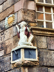 Detail, John Knox House, The Royal Mile, Edinburgh (photphobia) Tags: uk winter detail building window statue architecture buildings scotland edinburgh outdoor royalmile oldtown highstreet cornerstone lawnmarket statuette theroyalmile johnknoxhouse oldwivestale