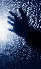 (Scheggya) Tags: blue mano vita vetro surreale