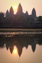 sunrise (Valerio Soncini) Tags: sun sunrise temple cambodia kambodscha khmer angkorwat kh siemreap angkor tempel khmerart krongsiemreap
