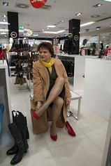 Dresden (Marie-Christine.TV) Tags: wool fashion lady scarf pumps feminine coat transvestite secretary seidenschal mode kostm mariechristine skirtsuit courtshoes sekretrin wollmantel