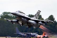 F-16 Falcon (Bernie Condon) Tags: uk tattoo plane flying fighter martin display aircraft aviation military airshow f16 falcon lm bomber lockheed warplane airfield ffd fairford riat raffairford airtattoo fightingfalcon riat13