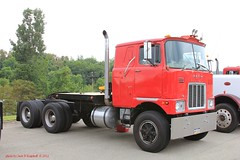 1978 Mack, F-700, Smithton, PA. 7-14-2012 (jackdk) Tags: tractor truck semi mack semitruck coe tractortrailer f700 macktruck fmodel caboverengine mackrmodel mackcabover mackf700