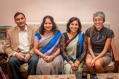 Pan Tripathi z żoną i siostrą