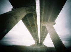 Jarraituko du (Garuna bor-bor) Tags: road camera bridge film port 35mm geotagged puente diy carretera pinhole route homemade pont column 100 expired aude languedoc matchbox colonne columna fotografa fujicolor 2016 zutabe occitanie zubi colona stnop occitnia leucate errepide argazkilaritza caducado estenopica estenopeikoa lengadc okzitania perim c geolokalizatua geokokatua ucitano laucata iraungituta orratzulo
