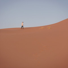 Walking the dunes (nyoz_fr) Tags: travel mountains cat morroco maroc atlas
