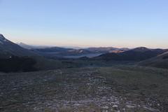uno sguardo verso la piana di Castelluccio (Roberto Tarantino EXPLORE THE MOUNTAINS!) Tags: 2000 natura neve montagna cima monti cresta passo sibillini cattivo altaquota vallinfante cannafusto