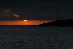 Mirar de donde no est (juliosabinagolf.) Tags: sunset sun sol nikon explore amanecer nikkor d3300 cloudsstormssunsetssunrises latierraunparaiso
