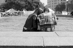 (Vctor Mndez (VM FotoVisual)) Tags: street blackandwhite love blancoynegro calle couple pareja amor streetphotography vmfotovisualstreet