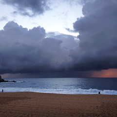 Stormy sunrise 2 (Yitchie) Tags: ocean morning sea beach sunrise coastal coogee coogeebeach