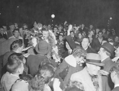 Dickie Moore welcomed at Windsor Station in 1956 (SHPEHS) Tags: royalcanadianlegion parkextension parcextension dickiemoore flanders63 parkextensionamateurathleticassociation peaaa