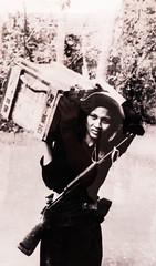 """Ho Chi Minh Ville: même les jeunes filles allait au combat <a style=""""margin-left:10px; font-size:0.8em;"""" href=""""http://www.flickr.com/photos/127723101@N04/24039383543/"""" target=""""_blank"""">@flickr</a>"""