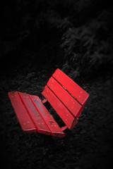 A m'asseoir sur un banc 5 minutes .... (Letoines) Tags: rouge nikon noiretblanc couleurs nikon3200 hautevienne