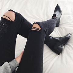 (waluntain) Tags: holiday girl beautiful beauty fashion amazing cool shoes pants legs boots style jeans rest baggy bootie