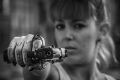 Shooting-gun (NoSound Photography) Tags: portrait woman cute sexy love girl monochrome model gun retrato shooting tatoo mode usine urbex pistolet d90 nosoundphotography