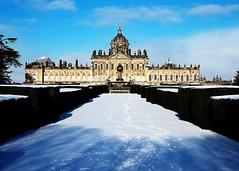 Castle Howard in the snow (FujiRob) Tags: sky snow money fountain footprints bluesky statelyhome manfrotto hedges castlehoward fujifilmxe2