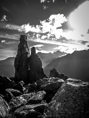 Lever de Soleil sur l'Aiguillette (Frdric Fossard) Tags: montagne alpes soleil lumire ombre ciel nuage paysage chamonix rocher contrejour clart hautesavoie aiguille argentire luminosit