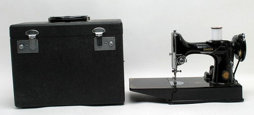 Singer Featherweight Sewing Machine ($286.00)