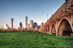 Follow the yellow brick road (Sky Noir) Tags: county city bridge green grass skyline river dallas cityscape texas tx oakcliff viaduct trinity houstonstreet spanning