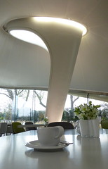 The Magazine, Caf avec vue, Londres - Coffee with a view, London (blafond) Tags: cafe curves pillar curvy pilier zahahadid courbes themagazine curvesinarchitecture coffeewithaview cafavecvue serpentinesackler courbesenarchitecture whiteandcurvy coolplaceinlondon