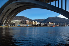 Under Puddefjordsbroen -|- Under the bridge (erlingsi) Tags: city bridge sea norway bro bergen quays hordaland bru sj puddefjordsbroen kaier