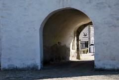 Byporten -|- Gate to town (erlingsi) Tags: old norway wall norwegen bergen passage byporten