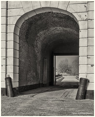 Gateway Loevestein Casle (Rens Timmermans) Tags: blackwhite kastelen niksilverefexpro sigma1224f4556dg canon5dmk3