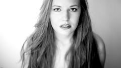Meli... (lichtflow.de) Tags: portrait bw woman sexy girl face canon 50mm nice eyes gesicht ef50mmf14 sw shooting augen frau mdchen kunstlicht hbsch schwarzweis festbrennweite eos5dmarkiii