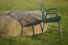 chair, empty (lumofisk) Tags: park shadow green stone grid essen chair outdoor empty leer nrw grn stein schatten stuhl gitter draussen 105mm grugapark gruga 0mmf0 nikondf