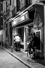 Taberna Gamboa (jandmpianezzo) Tags: blackandwhite bar strada estate outdoor andalucia espana tapas granada sedie ristorante notte vacanze notturno taberna esterno tavolini diversi