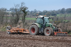 Fendt 720 Vario TMS Tractor with a Simba Horsch 4.6 Unipress Cultivator & Front Press (Shane Casey CK25) Tags: county ireland horse irish plant tractor green field set work pull hp nikon traktor power earth farm cork farming working cereal machine ground front east machinery soil dirt till crop crops farmer simba agriculture dust press setting cereals pulling contractor cultivator planting sow drill 46 tracteur trator horsepower tilling tms drilling trekker cultivating fendt sowing vario agri harrowing 720 tillage cignik traktori horsch agco d7100 unipress