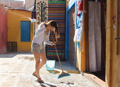 Praxis Makes Perfect (Maria Sciandra) Tags: mexico longhair streetphotography courtyard cleaning mercado sanmigueldeallende shorts youngwoman broom sweeping streetcandid mariasciandraphotography nikond7200