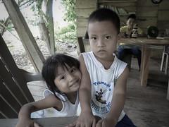 Entre hermano y hermana (Pauline.Cavey) Tags: nios panama embera hermanos piriati