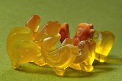 (nirak68) Tags: rot deutschland keks gelb sweets lbeck fruitgum fruchtgummi macromondays ssigkeit andersalsdieanderen 116366 anderssein schleswigholsteinkreisfreiehansestadtlbeck schleswigholsteinkreisfreie c2016karinslinsede otherastheothers
