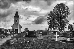 Otoac, Croazia (Roberto Spagnoli) Tags: blackandwhite tree church cemetery landscape tombstone croatia chiesa albero croazia tomba paesaggio biancoenero cimitero hrvatska