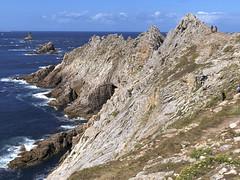 Pointe du Raz, phare de la Vieille (Ytierny) Tags: france horizontal bretagne cte pointe bateau phare navigation manche raz vieille finistre balise littoral bretonne rcif cornouaille ytierny