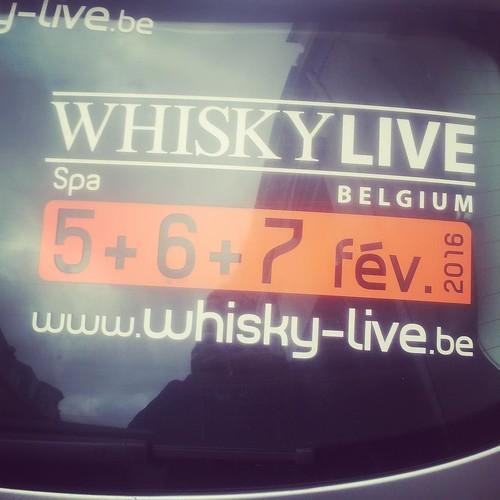 Een half uurtje nog buiten wachten en dan is het tijd voor @whiskylivebelg #whiskywithfriends #whisky #whiskylivebe #whiskylivebelgium