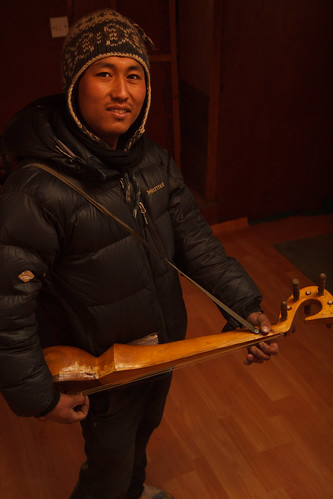 Mingma musician in Konge view lodge, Lungdhen