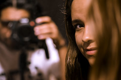 Mi novia, mi modelo (Alyaz7) Tags: portrait blur girl beauty look chica retrato depthoffield desenfoque bella mirada vr fotografa profundidaddecampo rawquality nikond7200 tripiedolicagx600b200 lentenikonnikkorafs55300mm14556gdxedvr