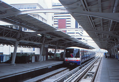 Thailand - Bangkok - Skytrain trial run (railasia) Tags: station architecture thailand bangkok siemens infra nineties silom bts saladaeng thirdrail trialrun emu3 silomline metrosubwayunderground routenº2